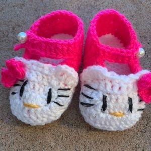 Hello kitty crochet baby shoes